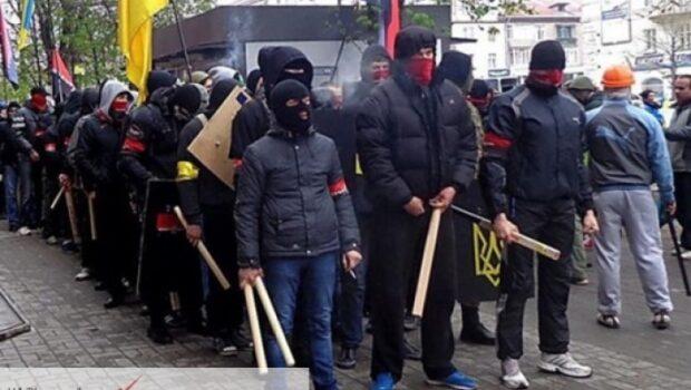 Радикалы напали на украинских оппозиционеров в Мариуполе