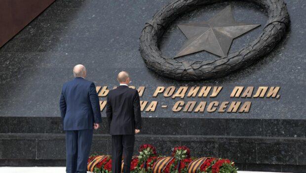 Президенты России и Белоруссии открыли подо Ржевом памятник Советскому солдату