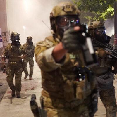 Силовики в США напали на съемочную группу Первого канала, которая освещала протесты в Портленде
