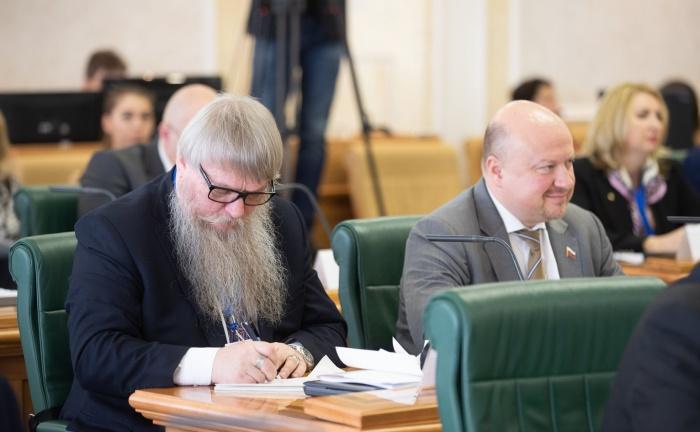 В СФ обсудили совершенствование законодательства по защите прав соотечественников
