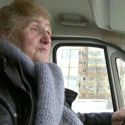 80-летняя блокадница на собственном фургоне развозит помощь тем, кто в ней нуждается