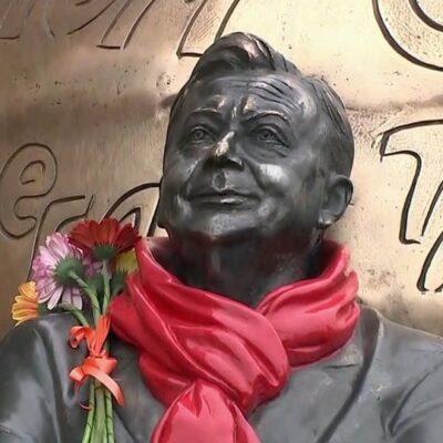 В Москве открыли скульптуру «Атом Солнца Олега Табакова»