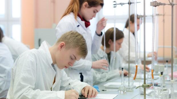 Школьники из разных стран примут участие в Менделеевской олимпиаде по химии