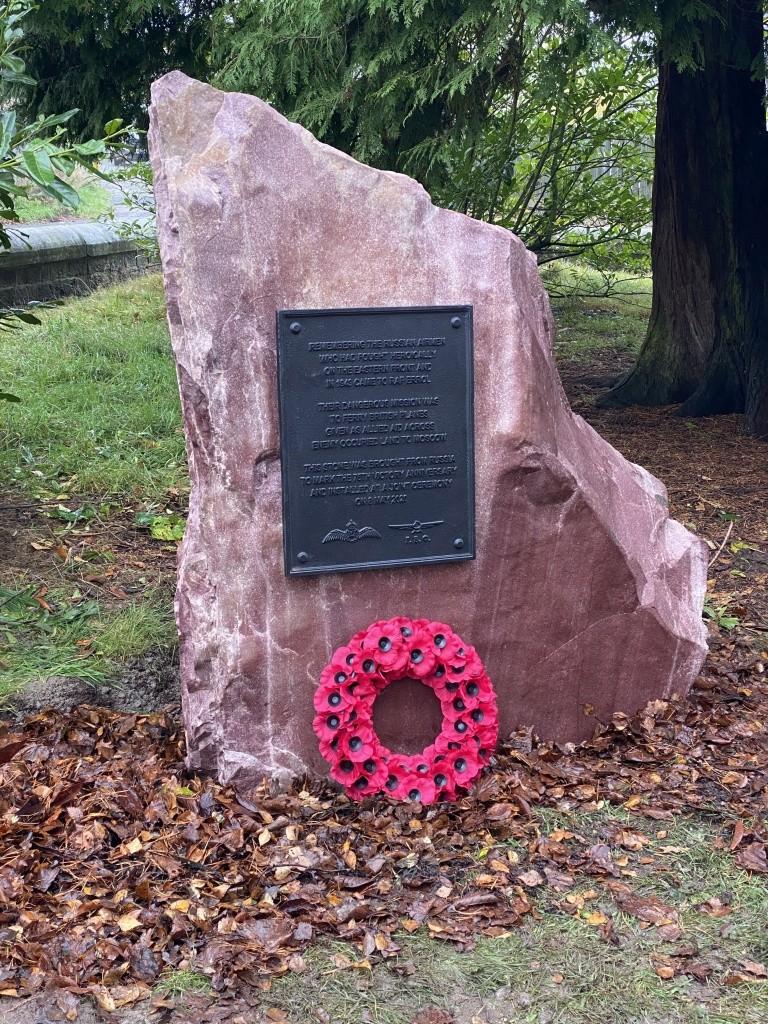 В Шотландии открыли памятник советским лётчикам