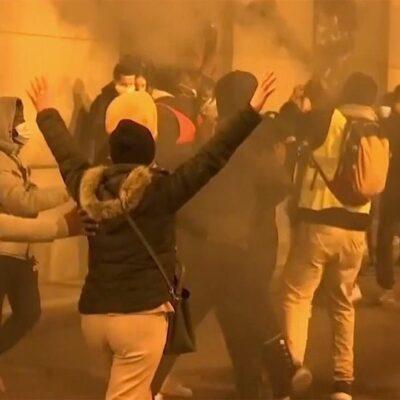 В Брюсселе смерть темнокожего мигранта в полицейском участке спровоцировала погромы