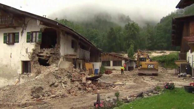 Сообщения о первых жертвах наводнения пришли также из пострадавшей от наводнения Австрии
