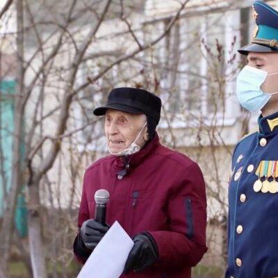 Перед праздником Дня Победы по всей России чествуют ветеранов