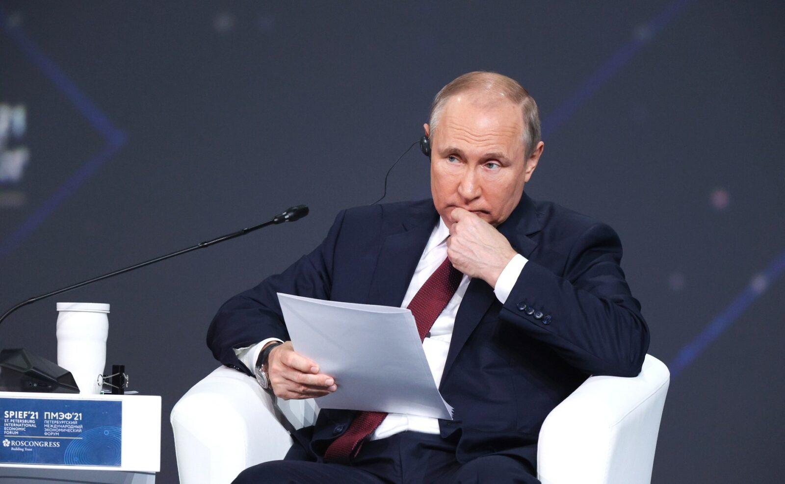 Владимир Путин на пленарном заседании ПМЭФ говорил о глобальной экономике и внутрироссийских делах