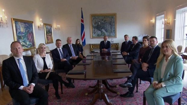 Парламент Исландии едва не стал первым в Европе, где женщины могли получить большинство мест