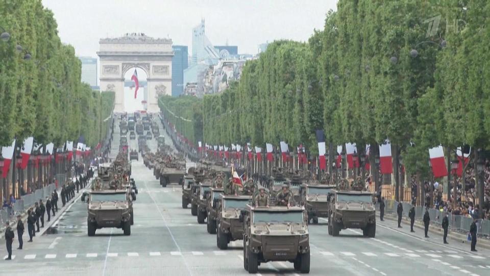 Во Франции прошел парад по случаю главного национального праздника Дня взятия Бастилии