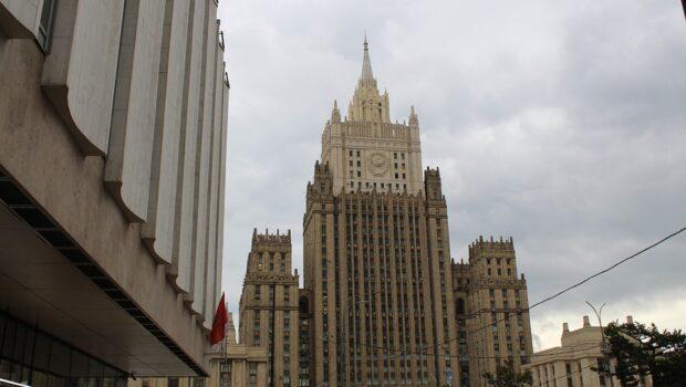 В МИД РФ возмущены нападением на памятник Александру Грибоедову в Тбилиси