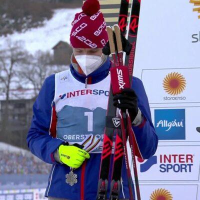 Александра Большунова лишили победы в марафоне на ЧМ по лыжным гонкам