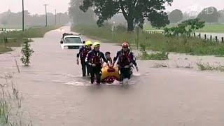 В Австралии тропические ливни и сильный ветер привели к сильнейшему наводнению за последние полвека