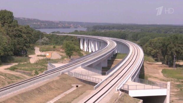 В Сербии российские специалисты завершили самый красивый участок железной дороги