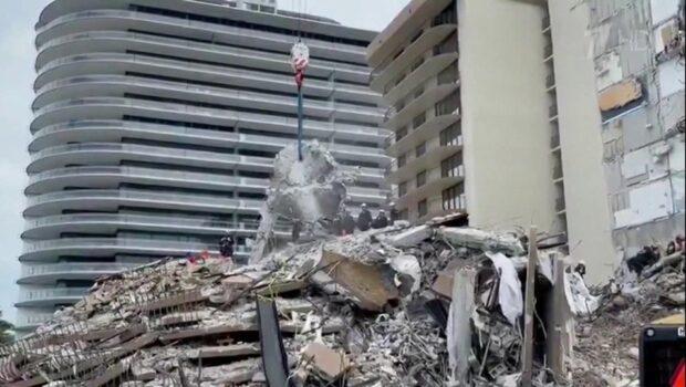 Во Флориде продолжается разбор завалов на месте рухнувшего дома