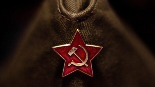 Советскую символику вывесили в Валенсии в знак протеста против уравнивания коммунизма и нацизма