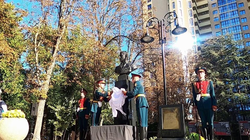 Памятник легендарному советскому разведчику Дмитрию Быстролетову открыли в Симферополе