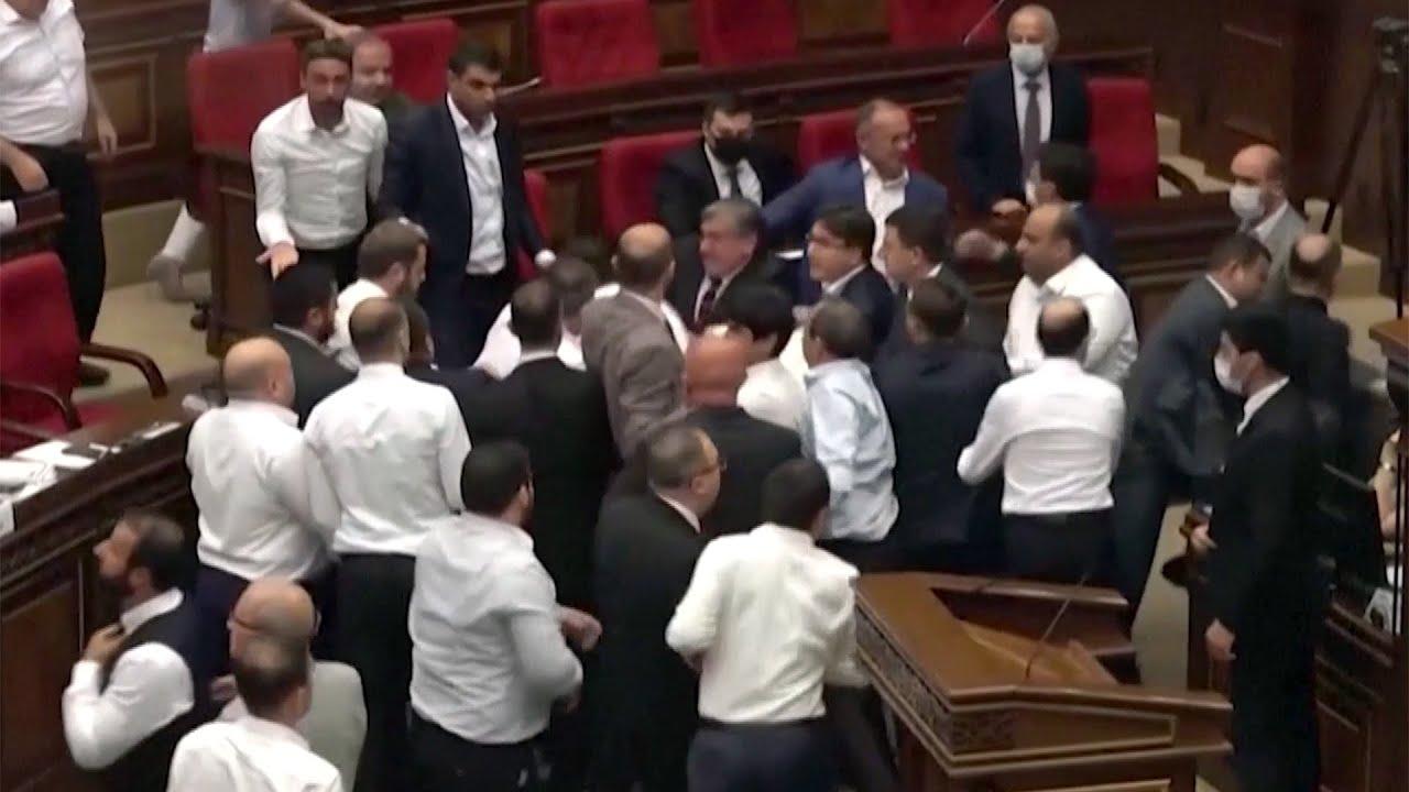 В парламенте Армении произошла уже третья массовая драка за последние дни