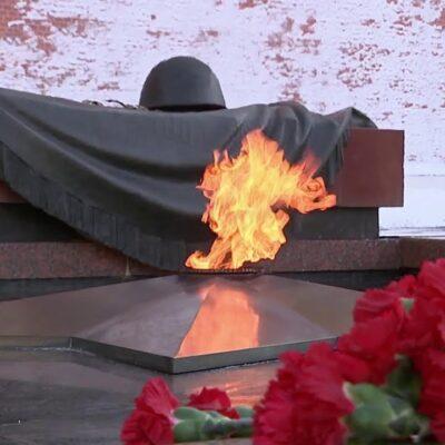 В российских регионах проходит акция, приуроченная 78-й годовщине победы в Сталинградской битве