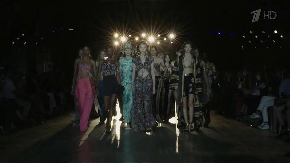 В Милане дизайнеры представили свои новые коллекции на неделе моды