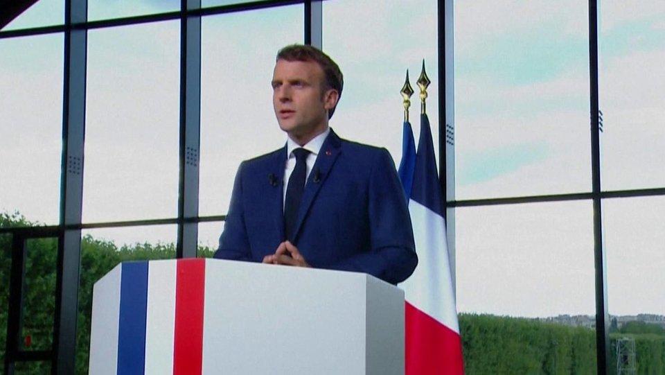Президент Франции объявил о начале обязательной вакцинации медперсонала