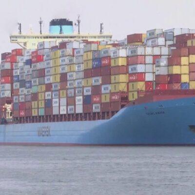 Еще два судна потеряли ход и перегородили Суэцкий канал