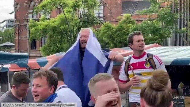 В Лондоне игроки и болельщики готовятся к матчу сборных по футболу между Англией и Шотландией
