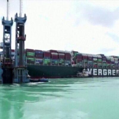 Контейнеровоз «Эвер Гивен», который почти на неделю заблокировал движение по Суэцкому каналу, сняли с мели