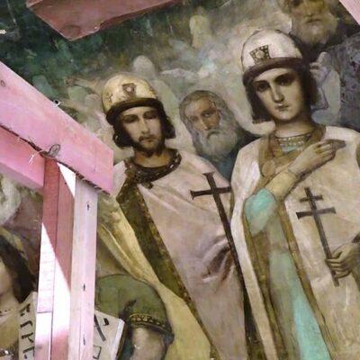 В Челябинске во время восстановительных работ в храме Александра Невского реставраторы обнаружили фрески школы Васнецова