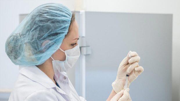 Вакцина «Ковивак» эффективна против всех мутаций COVID-19, заявил разработчик