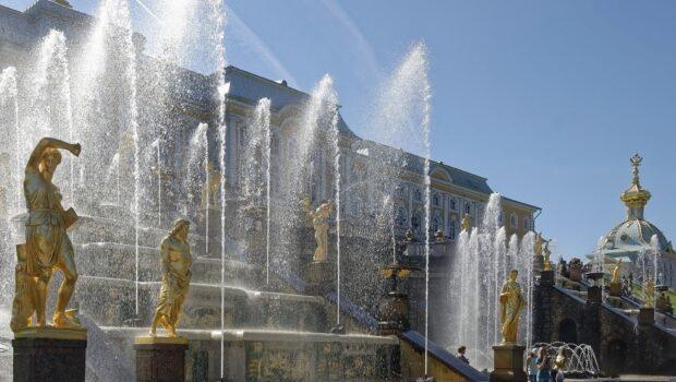 В Петергофе отмечают 300-летие фонтанов