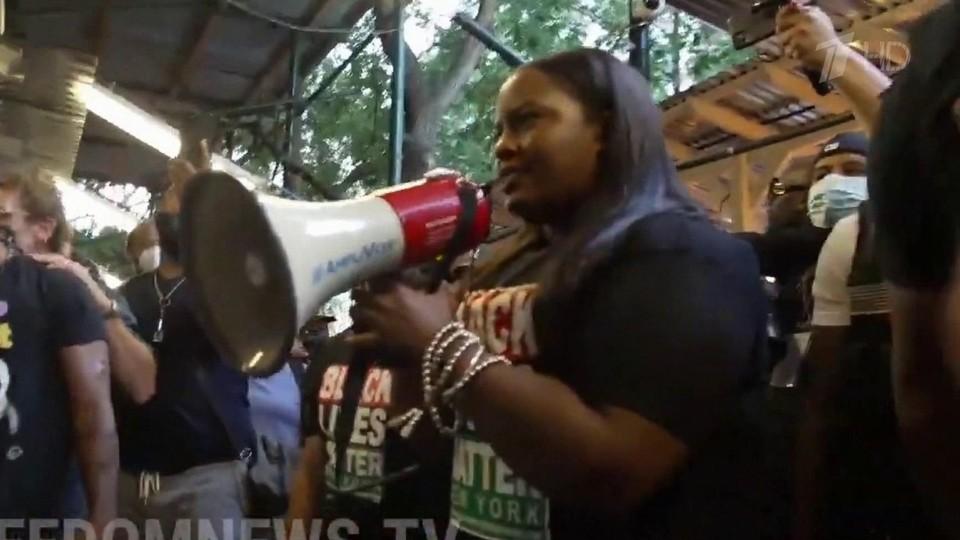 В США волну протестов против вакцинации подхватили представители движения Black Lives Matter