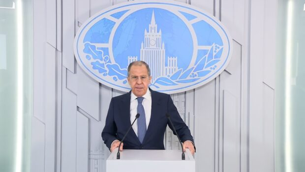 Киев воюет против собственного народа, считает Сергей Лавров