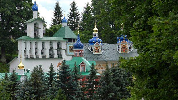 Монастырю в Печорах передали иконы, украденные нацистами