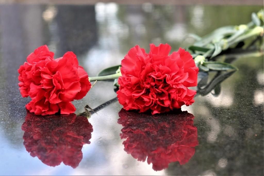 В Латвии перезахоронят советского генерала и уберут его памятник с территории школы
