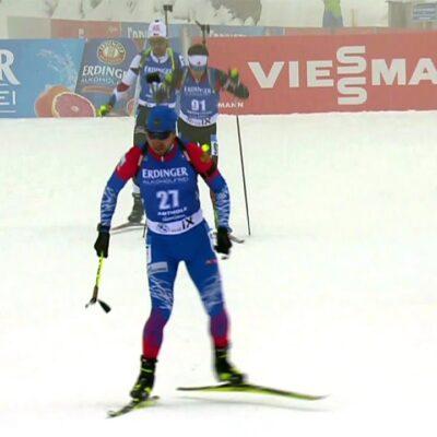Александр Логинов выиграл золото в индивидуальной гонке на этапе Кубка мира по биатлону в Италии