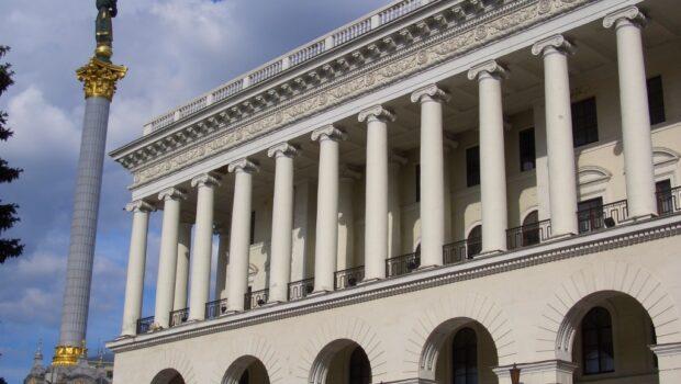 Украинцы возмутились предложением властей уехать из страны