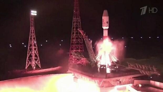 Ракета-носитель «Союз» успешно вывела на орбиту еще одну группу спутников связи OneWeb